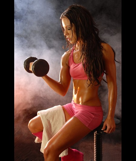 Тренировочная программа для девушек в тренажерном зале для похудения